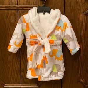 NWOT Super soft and snuggly baby bathrobe!